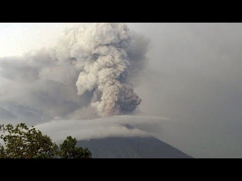 Bali airport remains closed over threat of imminent volcano eruption