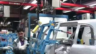 промышленные манипуляторы - сборка автомобилей
