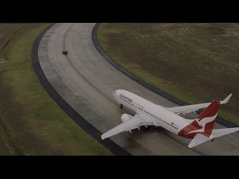 That time Qantas raced a Boeing aircraft against a Tesla Model S