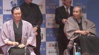 人間国宝の落語家、桂米朝さんにそっくりで、落語も演じる「米朝アンドロイド」を大阪大学の石黒浩教授らが製作、23日、桂米朝さんも参加して発表会が開かれた。