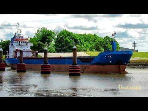 coaster LISA V2GA4 IMO 9235505 Emden cargo seaship merchant vessel KüMo Frachtschiff
