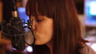 Carmen Underwater - Ring The Alarm (LIVE SESSION)