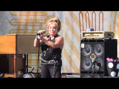 Tanya Tucker CMAFEST 2015  San Antonio Stroll-Can't Run from Yourself