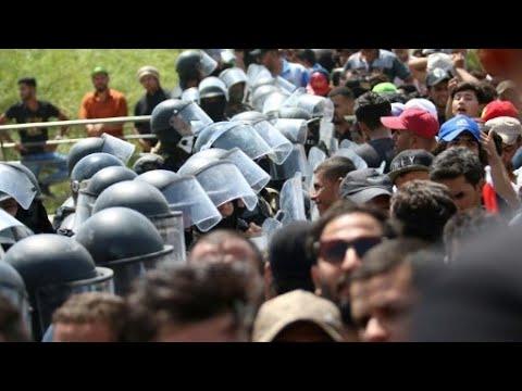 حيدر العبادي يعد بتحسين الخدمات لاحتواء الاحتجاجات في العراق  - نشر قبل 2 ساعة