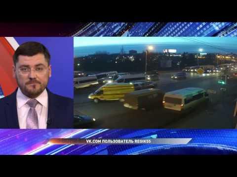 В центре Омска маршрутка столкнулась с несколькими автомобилями