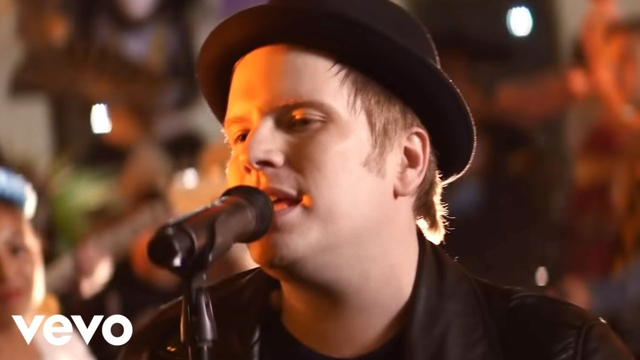 fall-out-boy-hold-me-tight-or-don-t-falloutboyvevo