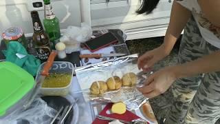 Картофель на гриле с салом и чесноком.