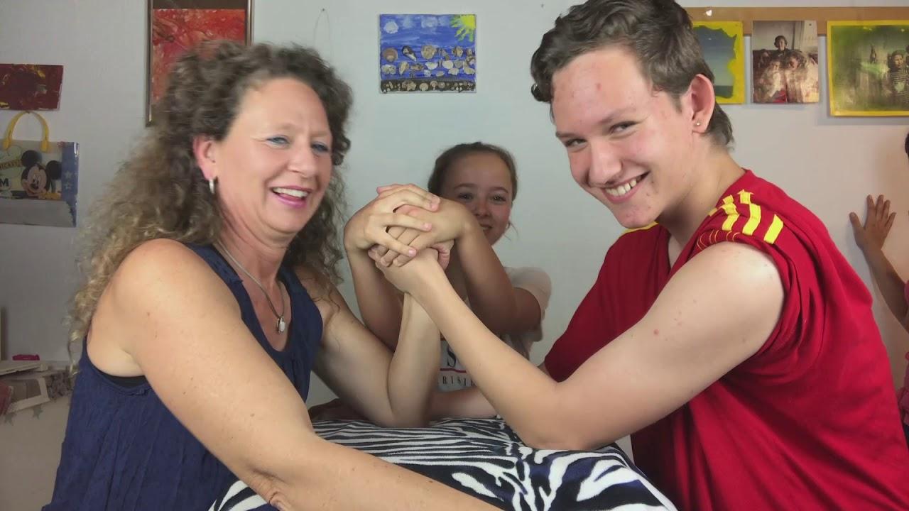 Teen breaks arm, mom wants officer fired - YouTube