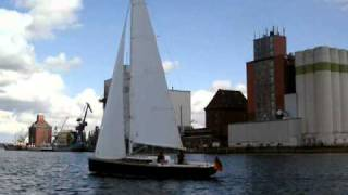 Daysailer Biehl 8.8 Im Flensburger Hafen.avi