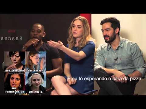 Elenco de Sense8 de frente com os memes brasileiros da série