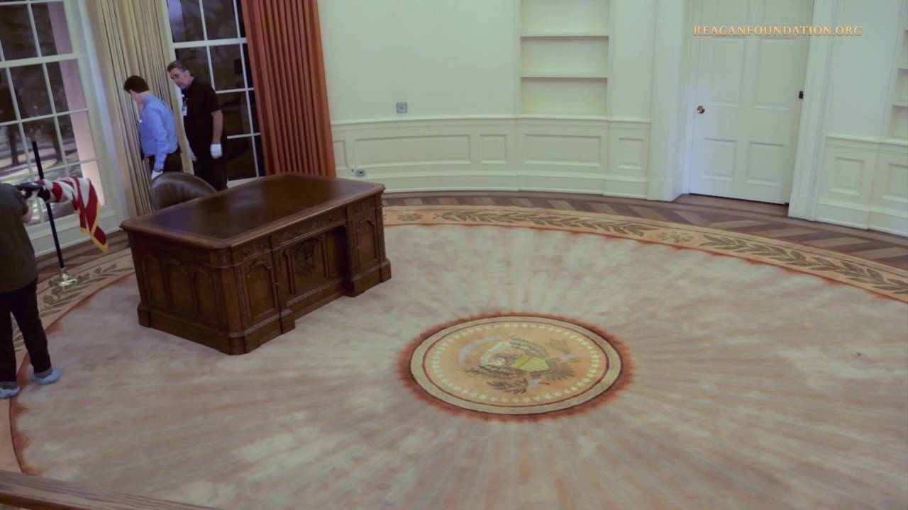 Oval office floor Rug Time Lapse Oval Office Set Up Youtube Time Lapse Oval Office Set Up Youtube