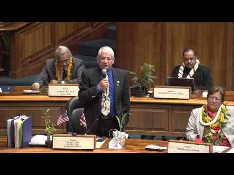Senator Sam Slom congratulates David Ige
