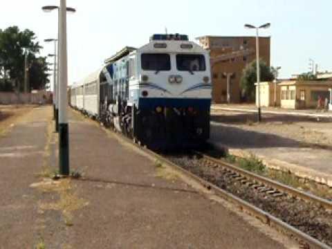 SNTF Algeria: 060 DS 10 leaving Oued Tlelat