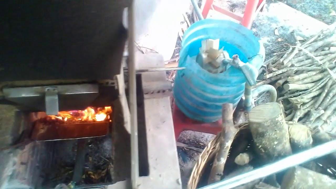 Lò nấu trấu tự động không cần gạt tiết kiệm nhiên liệu tại chưng cất tinh dầu bưởi thiên hoa xuân. | Tổng hợp các thông tin liên quan tinh dầu bưởi nguyên chất tphcm chuẩn nhất