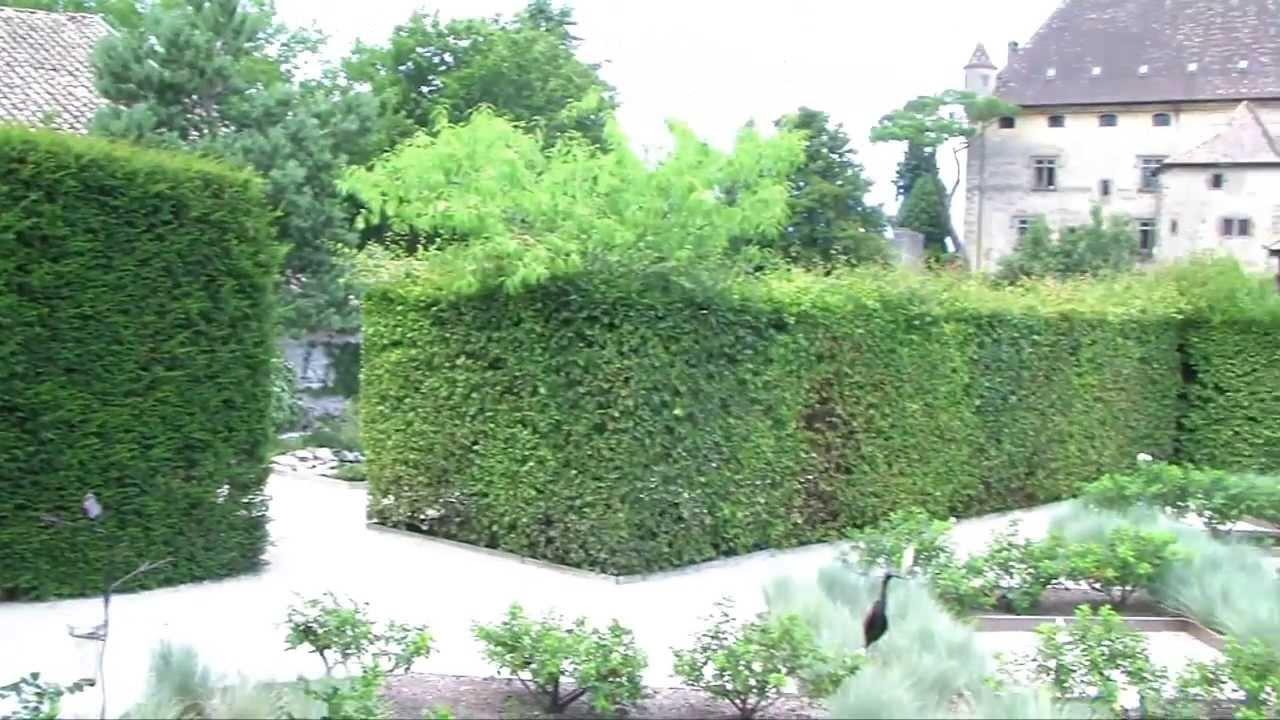 Le Labyrinthe Jardin des Cinq Sens - YouTube