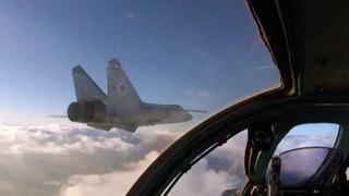 Морская авиация ТОФ отрабатывает групповые полеты на МиГ 31