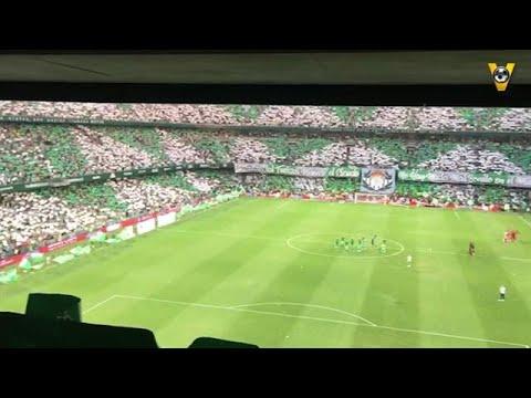 PRACHTIG! Supporters Real Betis zingen clublied in - VOETBAL INSIDE