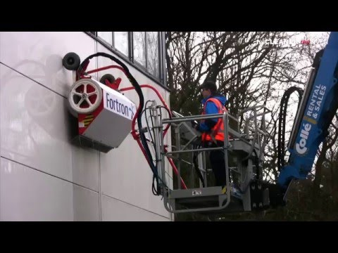 Easy façade cleaning with hyCLEANER® red EVO I