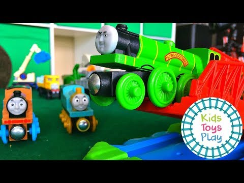 Thomas and Friends Wooden Railway Train Races | Thomas the Train Jumping Competition