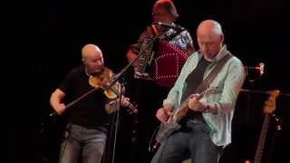 Mark Knopfler Laughs and Jokes and Drinks and Smokes @ Manchester 16 05 2015