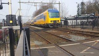 NS DDZ (7650) vertrekt op station Deurne richting Den Haag Centraal