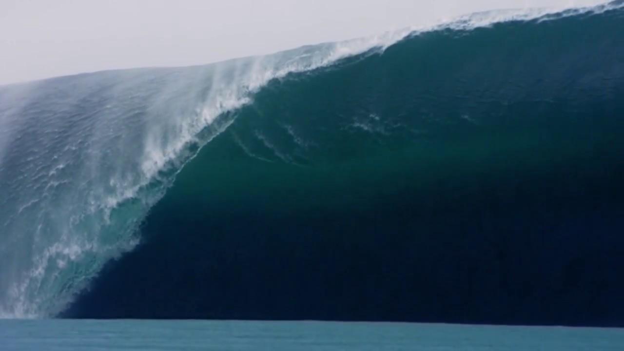 Huge Wave in Slow Motion - Teahupoo, Tahiti Big Waves