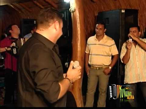 la emocion de omar geles al ver cantar a Jean Carlos Centeno.wmv