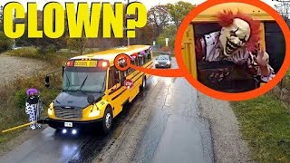 จะเกิดอะไรขึ้นถ้าขับรถไปเจอรถโรงเรียนของตัวตลก