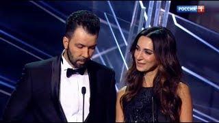 Зара и Денис Клявер объявляют победителя в номинации «Лучшая поп-группа»