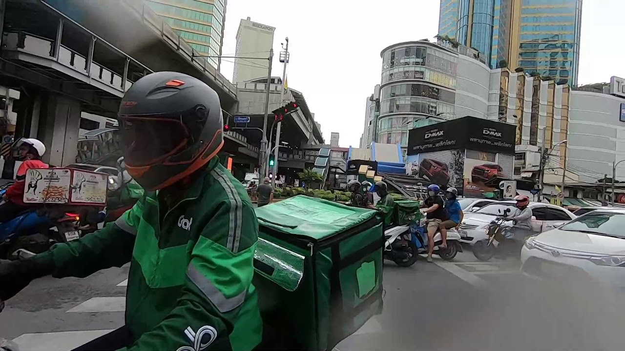 Back in Bangkok a look around -  $32 a night Hotel Review