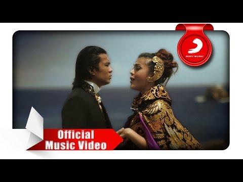 Novita Dewi & Alex Rudiart - Hingga Menutup Mata (Official Music Video)