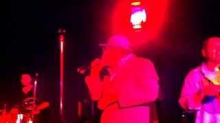 El Cantante performed by Gualberto Casas from Del Barrio