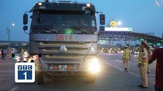 Xế tải chống đối, hất văng gậy của CSGT trên cao tốc