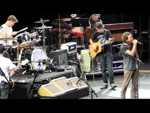 Pearl Jam - Yellow Ledbetter, Montreal 2011.MOV