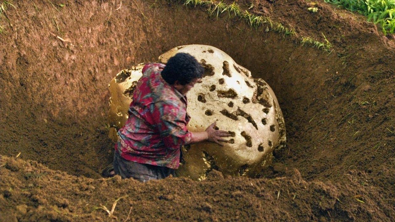 男子在荒岛上发现金火山,边上的金块大到搬不动!速看科幻电影《地心历险记2:神秘岛》