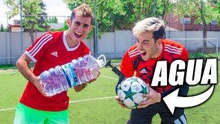 BALÓN RELLENO de AGUA VS de AIRE!! - Experimento de Fútbol