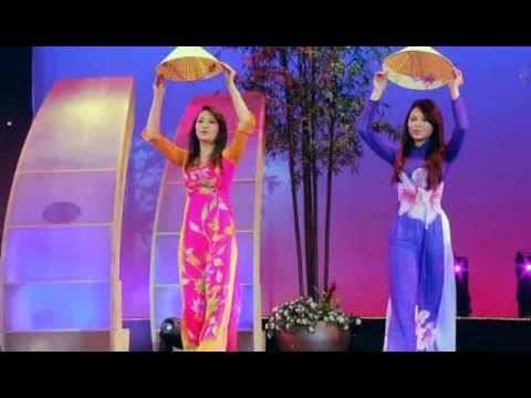 Huyen Trang & Hoang Vy - Lien Khuc Que Huong Em