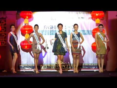 Fashion Show Batik Finalis Puteri Indonesia 2016