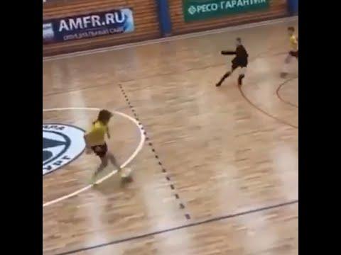 Футболистке Арине Акатьевой запретили играть в мужской команде   E1.RU
