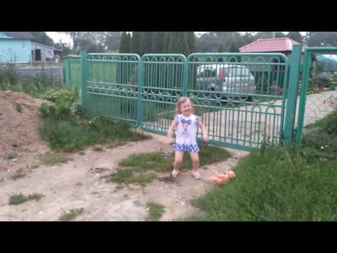Смотреть клип ВЛОГ Вика танцует Танец Диско Прикол Лето онлайн бесплатно в качестве