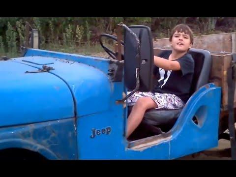 Gustavo dirigindo o Jipão com motor de Ford Maverick 3.0 6cc Jeep