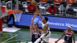 Giannis looking like the end of Space Jam on the finish😄