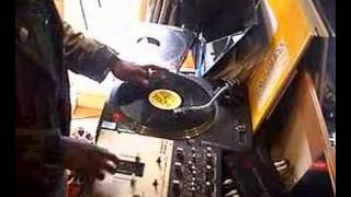 DJ  Devastate and Tree scratch