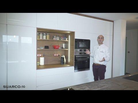 Cocina moderna con isla increible estilo nordico for Muebles de cocina suarco