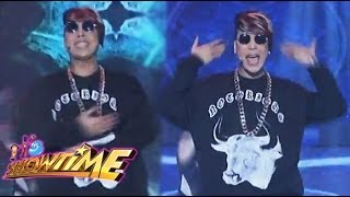 "Vice Ganda sings ""Boom Panes"" on Showtime"