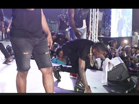 Agege Boys throws bottle at Reminisce after his bouncer pushed 1 Of Them as small doctor prostrate