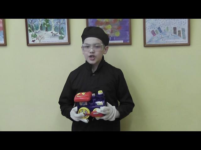 Изображение предпросмотра прочтения – ЕгорПетухов читает отрывок изпроизведения «Кем быть?» В.В.Маяковского