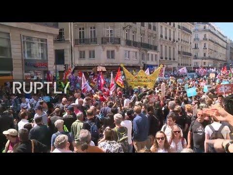Live: Mass anti-Macron demonstrations held in Paris