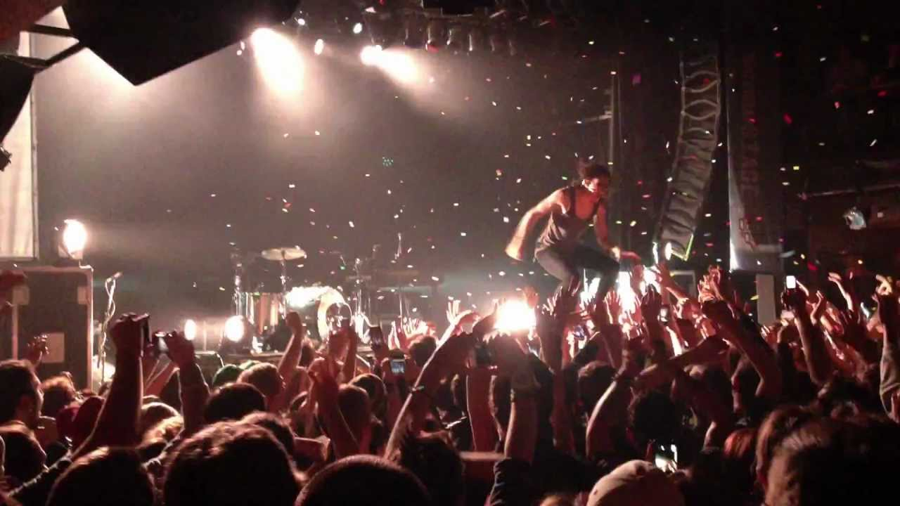 matt and kim - kim dancing on crowd (house of blues cleveland