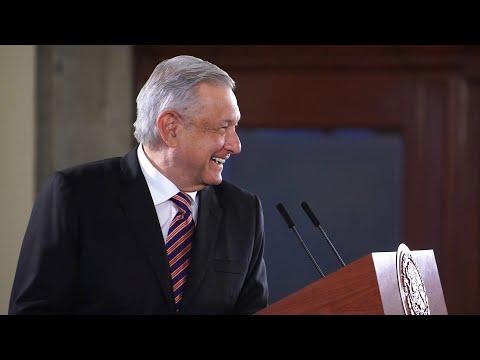 (HD) SEXY MUESTRA SENOS (SIN CENSURA) EN EL PARTIDO MONARCAS VS AMERICA 8 mayo 2011 from YouTube · Duration:  1 minutes 9 seconds